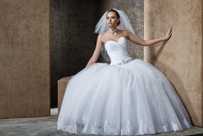 Дизайнерські весільні сукні напрокат  за і проти e0f61b3e31b54